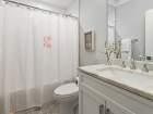 1341 W George St Unit 1 Chicago bathroom