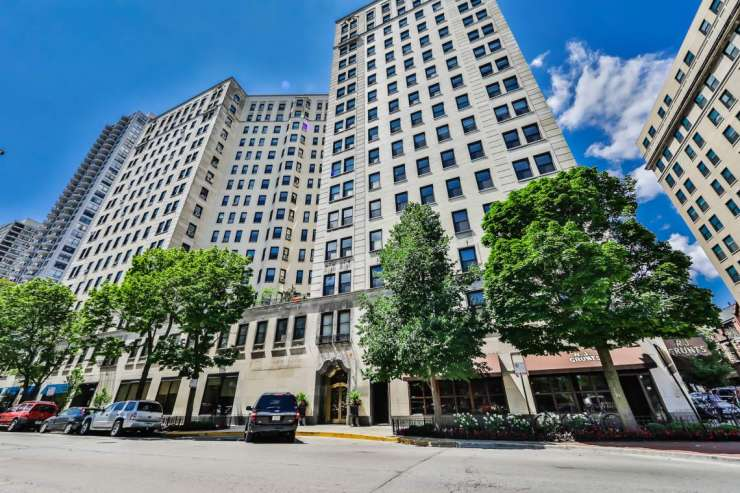 2000 N Lincoln Park West St. #601