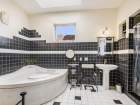 2242-Irving-bathroom