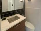 330 W Diversey Pkwy Unit 1305 bathroom