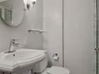 3430 N Lake Shore Dr Unit 5H bathroom