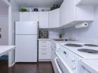 5757 N Sheridan Kitchen
