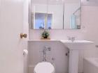 5757 N Sheridan Bathroom