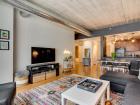 845 N Kingsbury Living room and kitchen