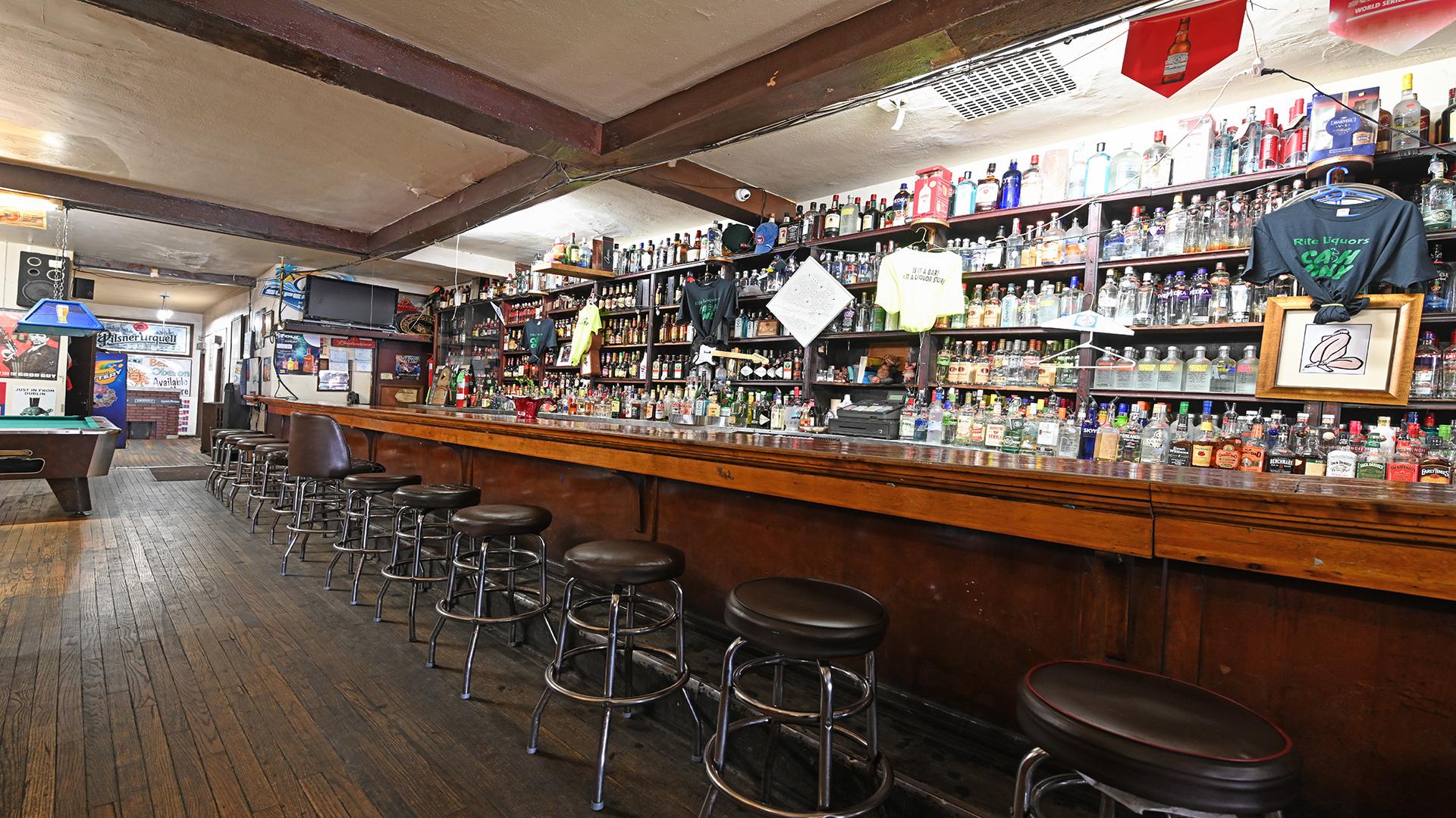 Rite Liquors bar